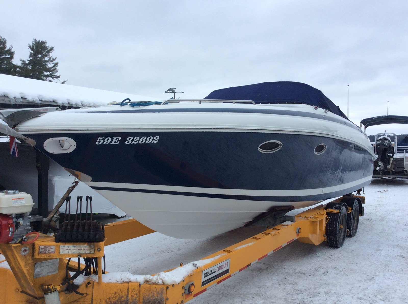 Pre-Owned 2000 Cobalt 293 TWIN MERCRUISER - AC/HEATING - MICROWAVE