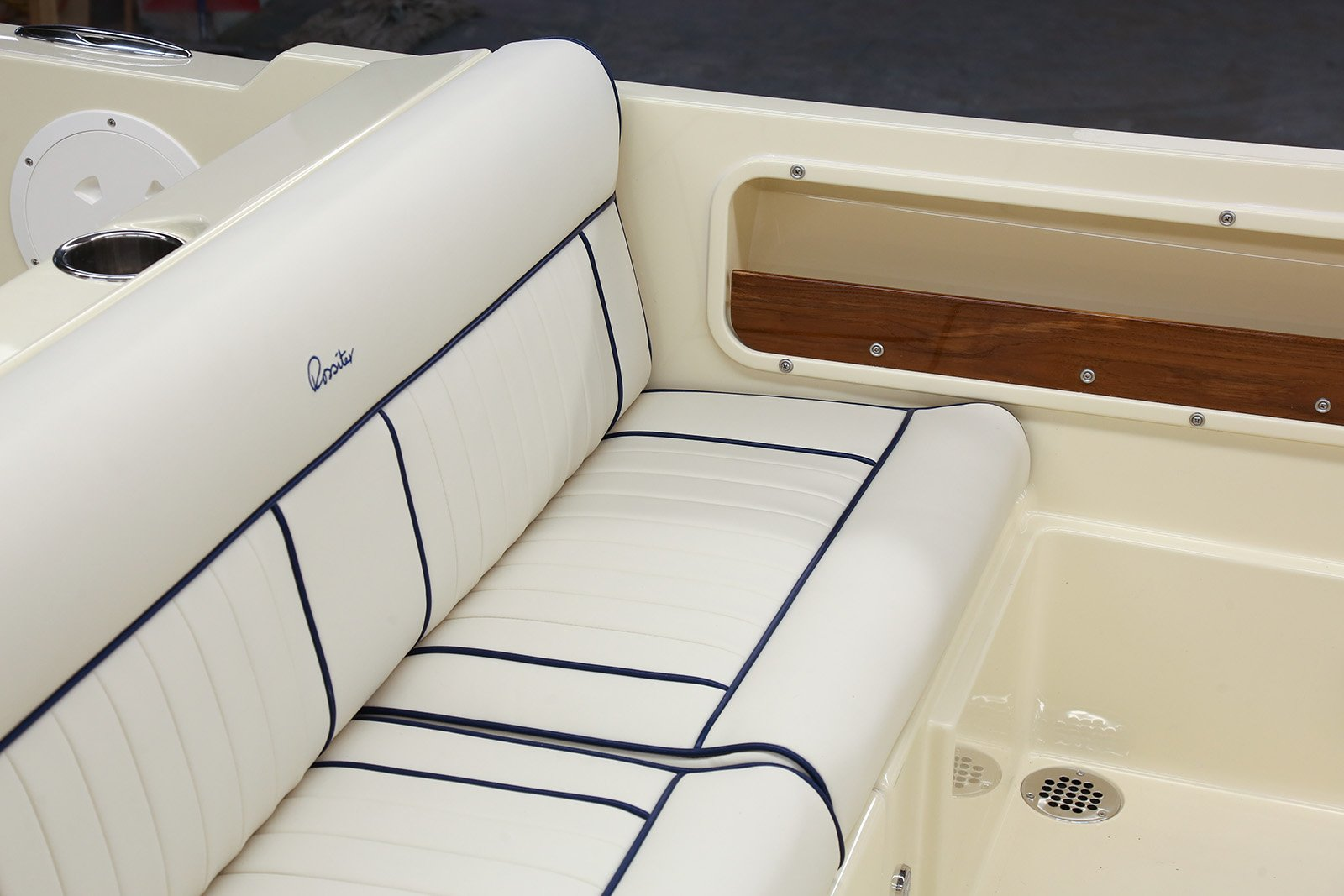 New 2018 Rossiter 20' CONVERTIBLE TOP - FUSION STEREO - SEAGRASS MAT